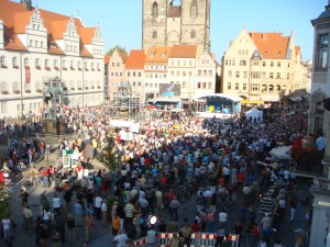 All the people waiting to see Merkel
